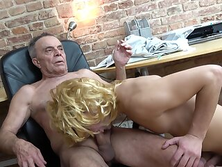 Abb� enjoys young twink sucking his gumshoe everlasting